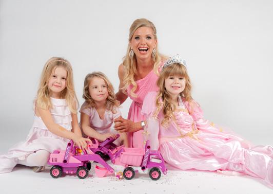 LENA Fahrzeuge Drei Maedchen mit Prinzessin von Hohenzollern und dem Princess Kipper, Bagger und Schaufellader