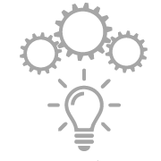 Dieses Icon steht für die Produktinnovation im Hause SIMM Spielwaren und zeigt drei Zahnräder über einer leuchtenden Glühbirne.