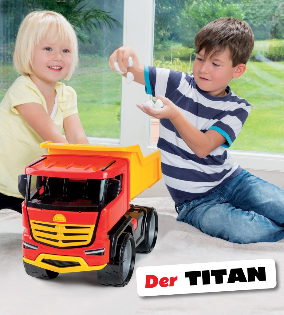 TITAN von SIMM Spielwaren I 2 Kinder spielen mit dem neuen TITAN von LENA Spielzeug