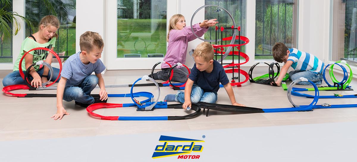 Kinder Spielen mit DARDA® Motor